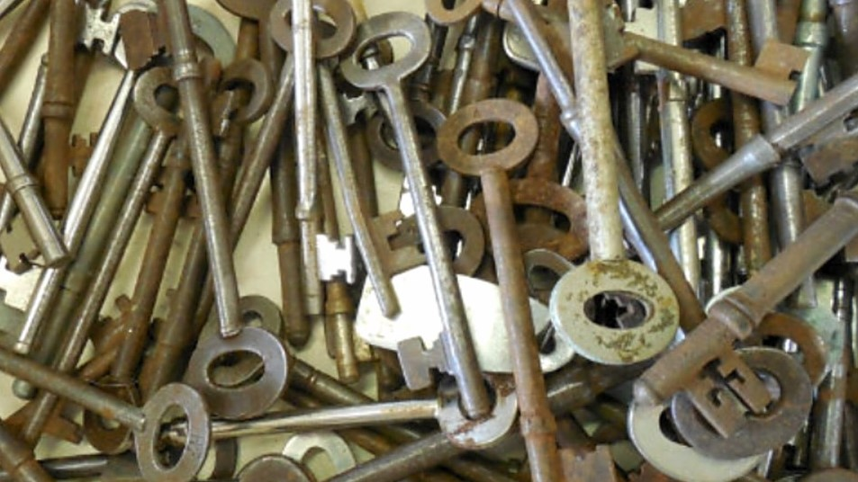Pile of rusty old keys